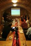Dubnová Internet Session se konala na obvyklém místě - v brněnské vinárně Baroko